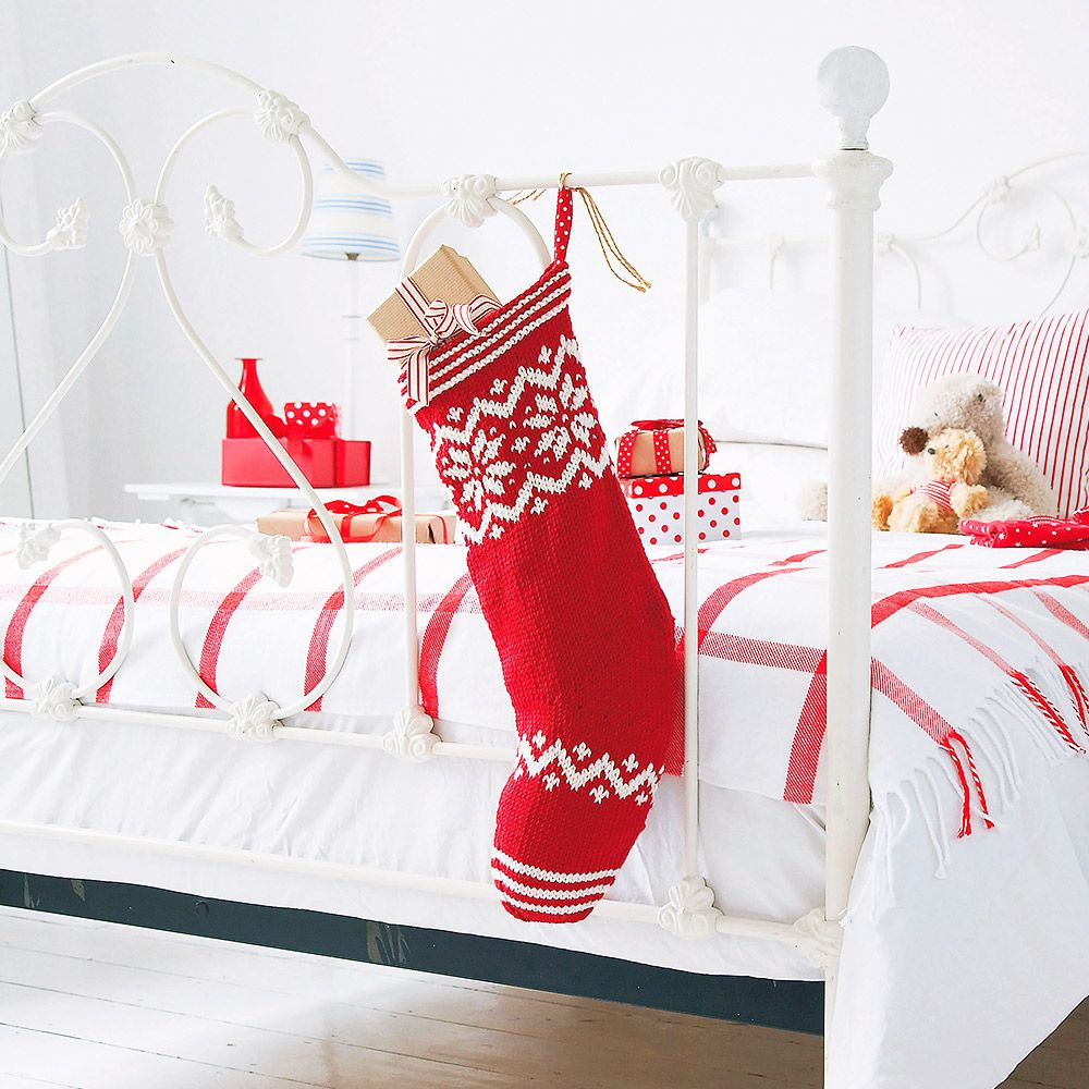 Free Knit Christmas Stocking Pattern Knit Your Own Christmas Stocking With This Free Knitting Pattern