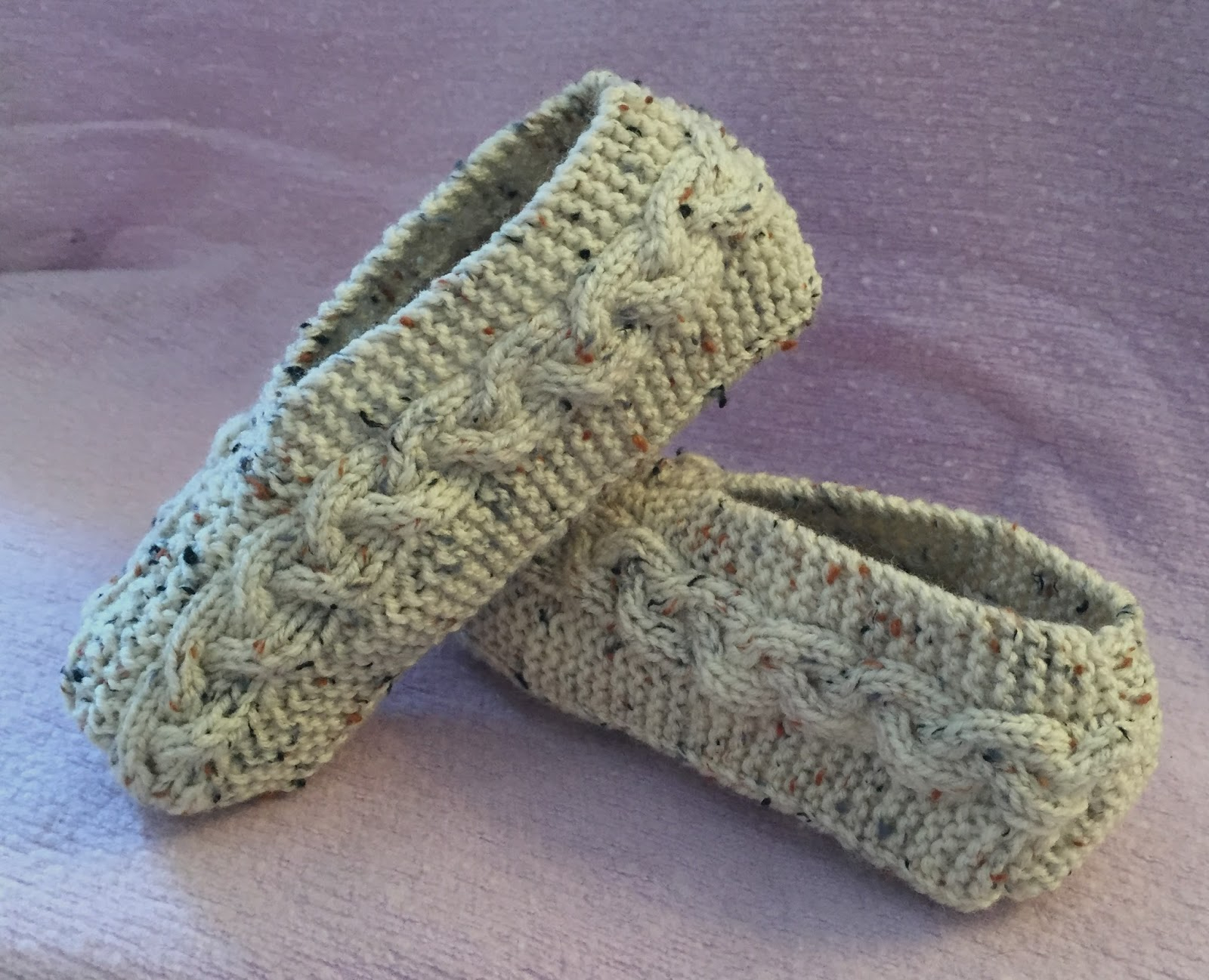 Free Knit Slipper Pattern Kweenbee And Me Learn To Knit Slippers With These Patterns