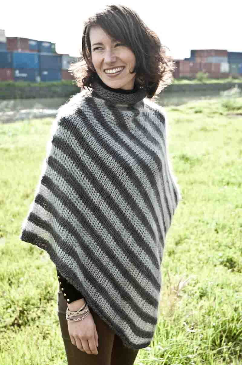 Free Knitting Pattern For A Poncho Poncho Pattern For A Soft Stripe Knit Cowgirlblues