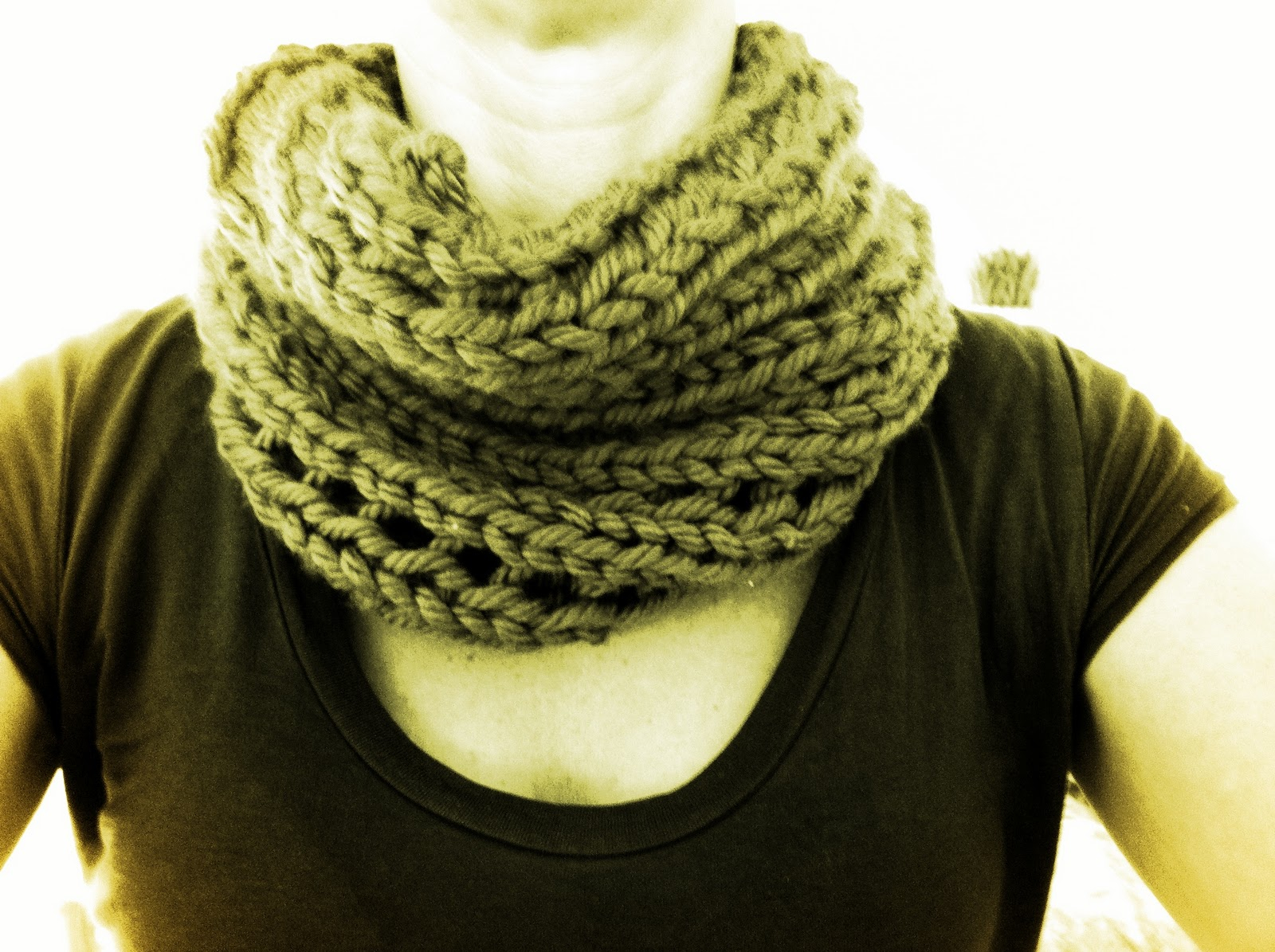 Free Knitting Patterns For Beginners Uk Free And Easy Chunky Cowl Pattern Twyste