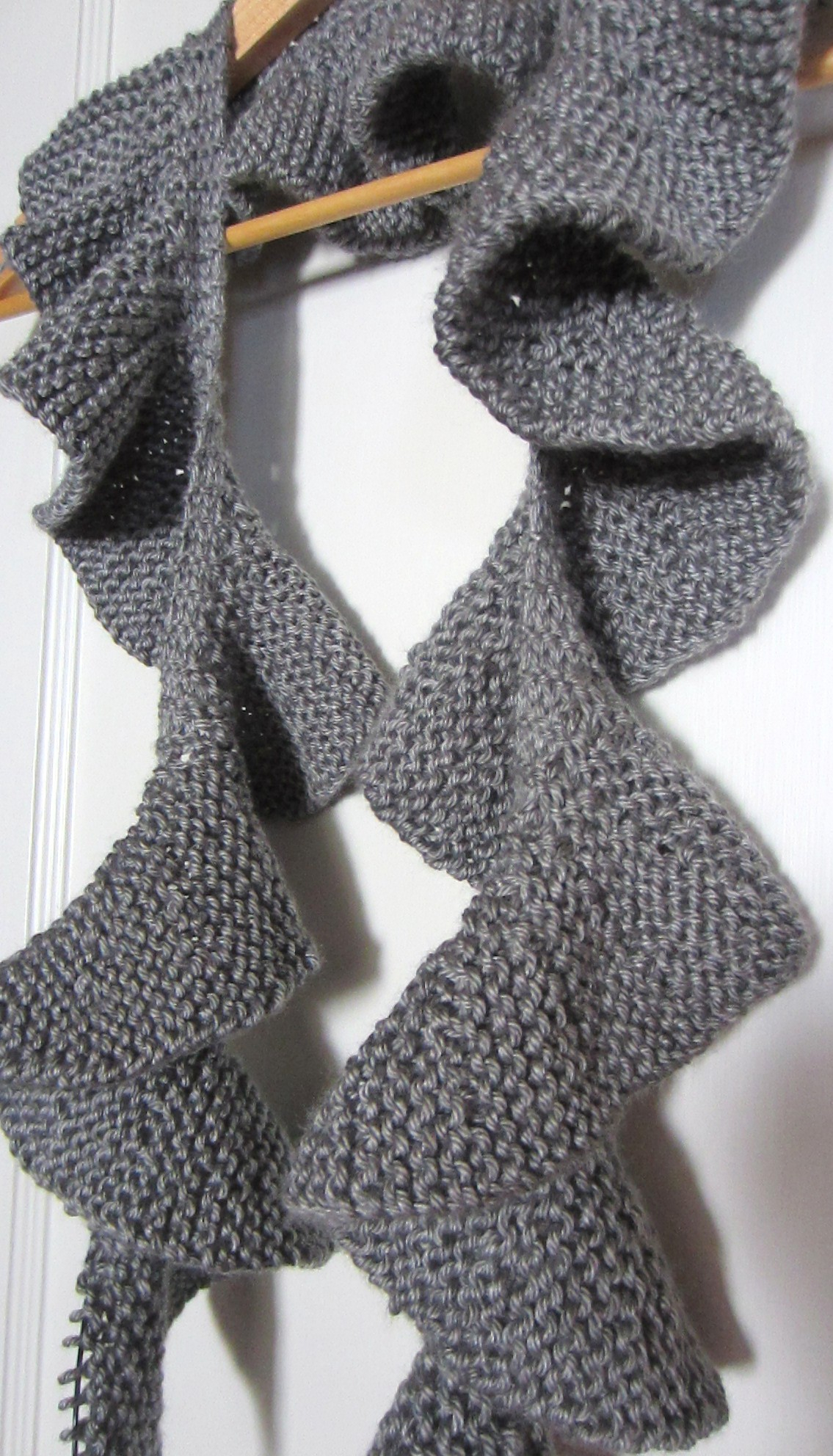 How To Knit A Ruffle Scarf Free Pattern Two Ruffle Scarves Knitting Works In Progress G Ma Ellens