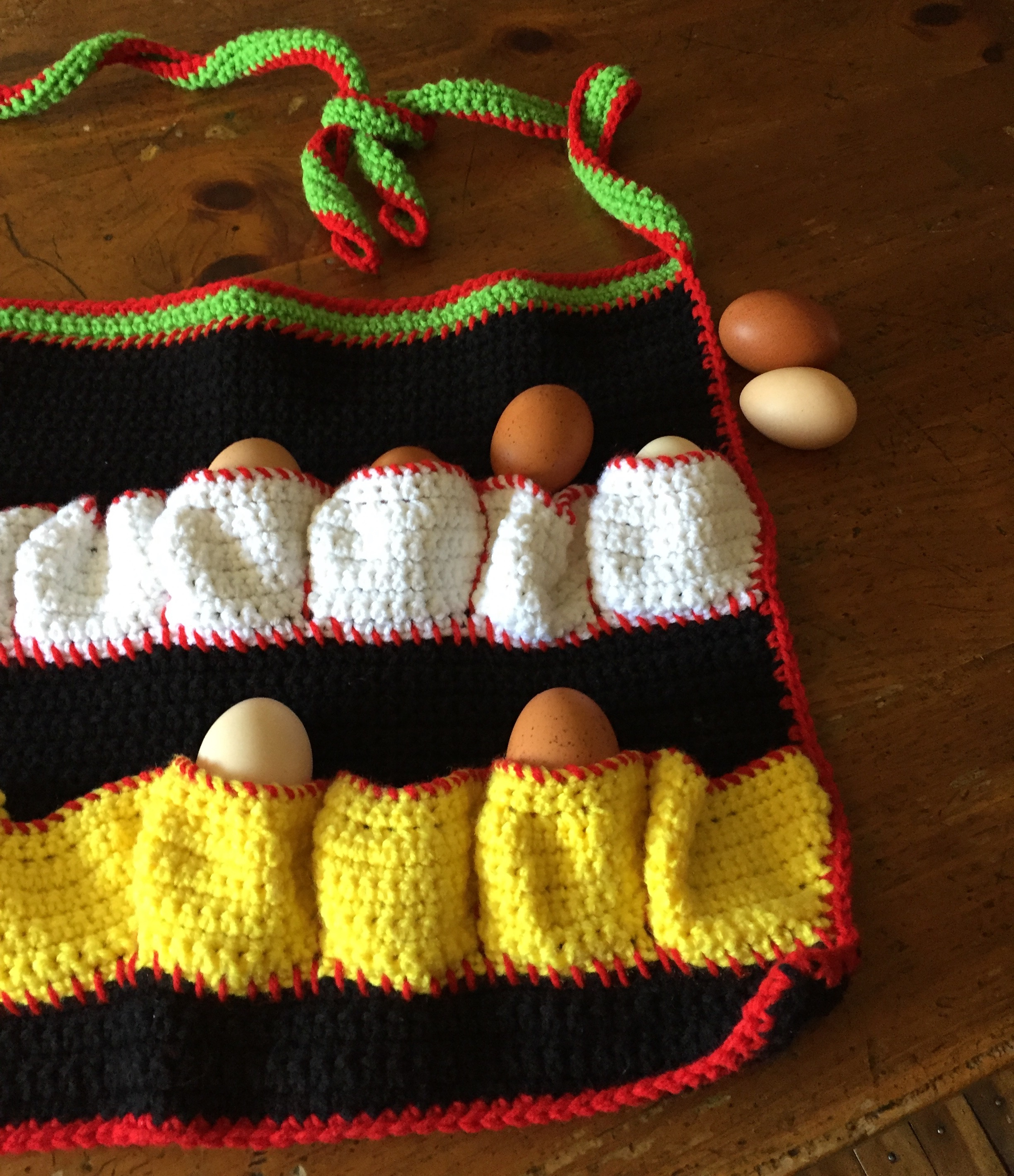 Knitted Hen Pattern Cheerful Crocheted Egg Gathering Apron A Review And A Deal