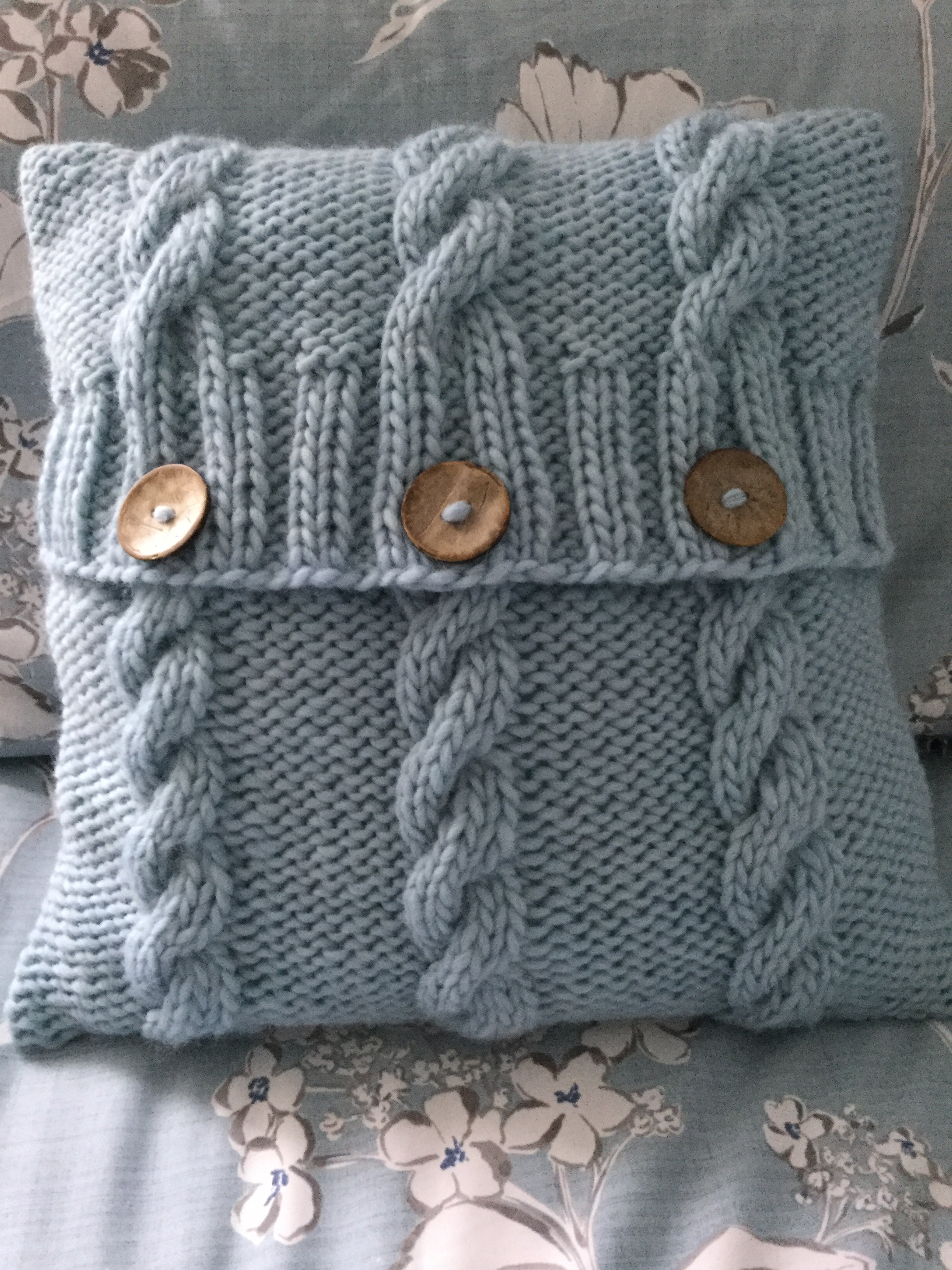 Knitting Pattern For Cushion Cover With Cables 3 Cables Cushion Cover Knitting Pattern