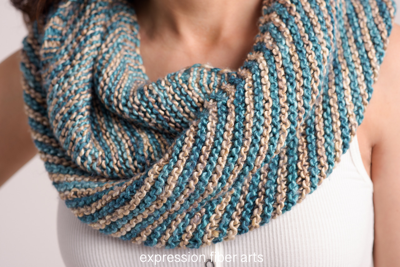 Loop Scarf Knitting Pattern How To Knit A Diagonal Striped Infinity Scarf For Beginners