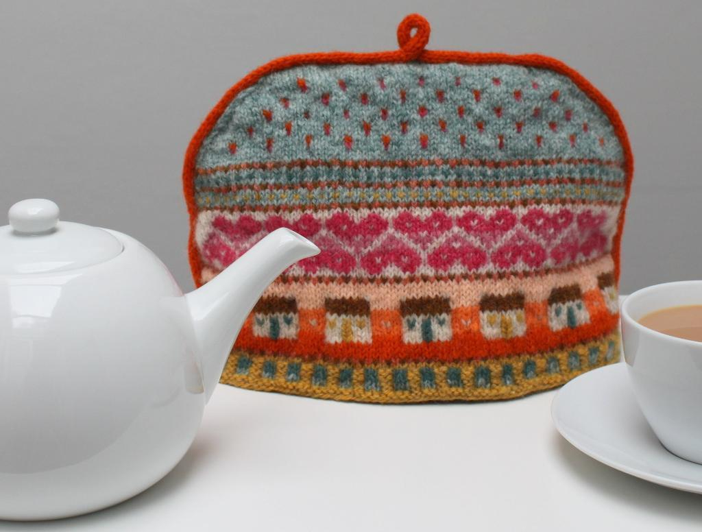 Patterns For Knitted Tea Cosies Wrap Up Your Teapot In A Tea Cosy Knitting Pattern