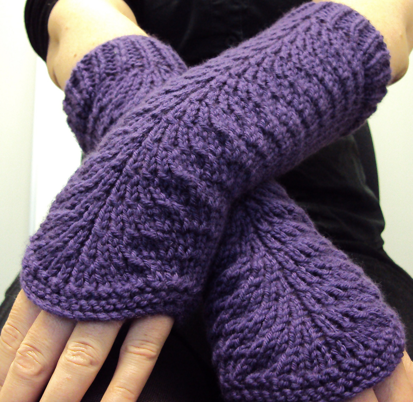 Mens Fingerless Gloves Knit Pattern Easy Mitts Knit Flat Knitting Patterns In The Loop Knitting