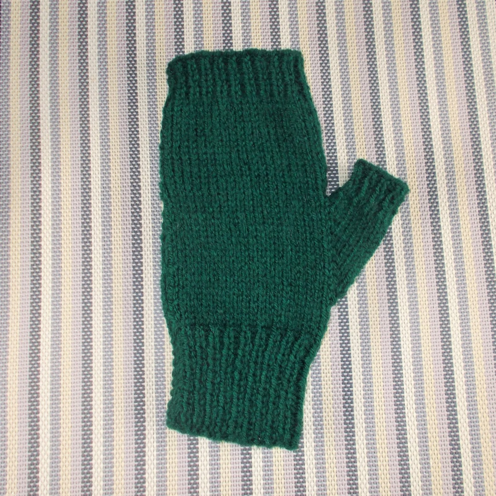 Mens Fingerless Gloves Knit Pattern Mariannas Lazy Daisy Days Easy Fingerless Mens Mitts With Thumbs